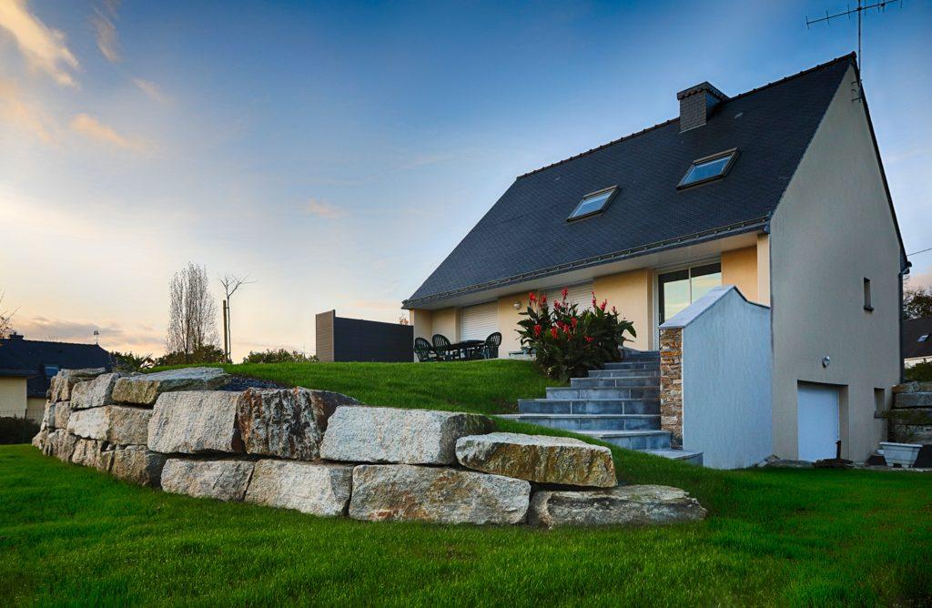 Retenue de terre . Roche. Jardins des 4 Saisons. Guer, Ploërmel, Redon, Plélan-Le-Grand, Maure de Bretagne