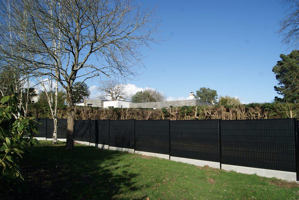 clôture occultation noire. plaque béton. Jardins des 4 Saisons. Guer, Ploërmel, Redon, Plélan-Le-Grand, Maure de Bretagne
