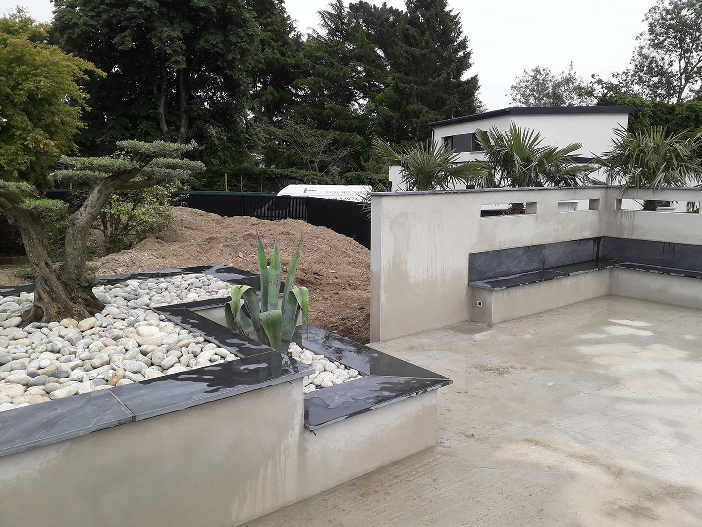 chantier en construction . jardinière . mur meurtrière . Jardins des 4 Saisons. Guer, Ploërmel, Redon, Plélan-Le-Grand, Maure de Bretagne