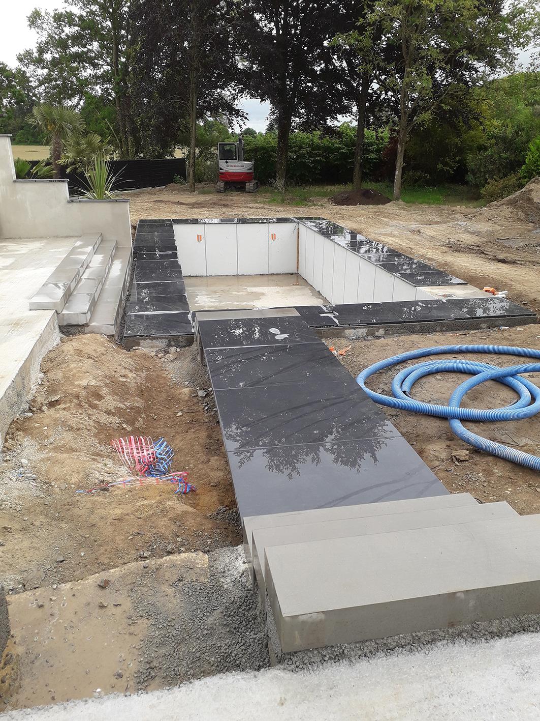 chantier en construction . contour piscine . Jardins des 4 Saisons. Guer, Ploërmel, Redon, Plélan-Le-Grand, Maure de Bretagne