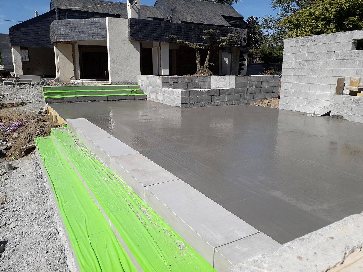 chantier en construction . marche pierre . terrasse . solarium . Jardins des 4 Saisons. Guer, Ploërmel, Redon, Plélan-Le-Grand, Maure de Bretagne