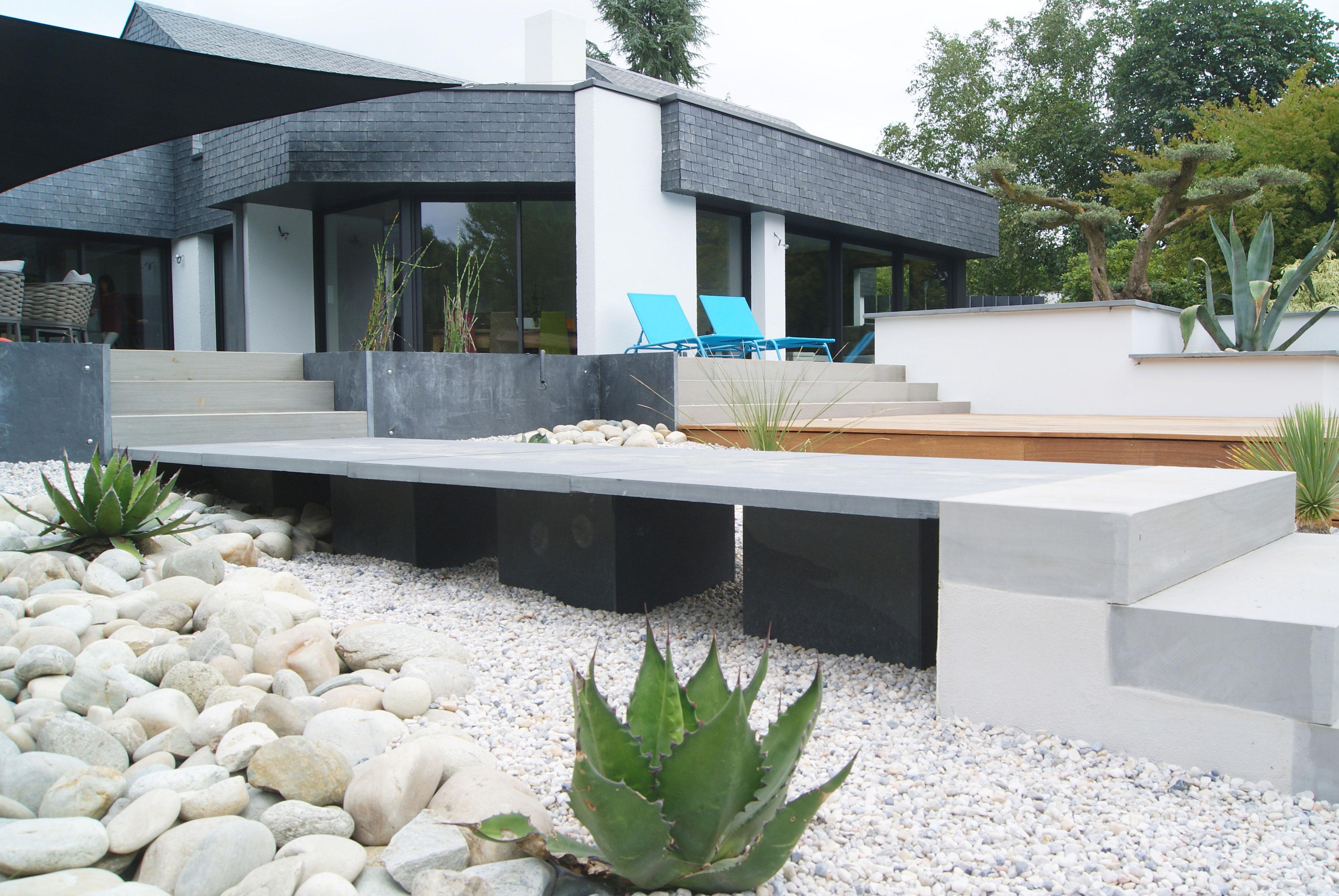 Terrasse sur plusieurs niveaux. Jardins des 4 Saisons. Guer, Ploërmel, Redon, Plélan-Le-Grand, Maure de Bretagne